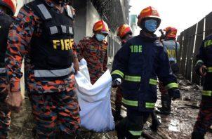 Incendio en Bangladesh deja 52 muertos entre 250 empleados. Foto: EFE