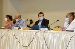 Los integrantes de la mesa de IVM siguieron ilustrándose sobre experiencia de sistemas de pensiones de otros países de la región. Foto: Cortesía CSS