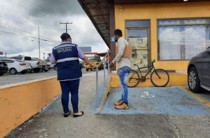 El carnet es para beneficio de servicios o medicamentos. Foto: Cortesía Defensoría del Pueblo
