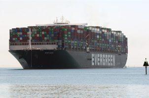 """El portacontenedores """"Ever Given"""" bloqueó durante seis días el Canal de Suez. Foto: EFE"""