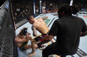 McGregor fue sacado en camilla del octágono. Foto: Cortesía UFC