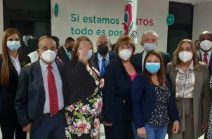 Un grupo de diputados presentó la solicitud ante la sede de Cambio Democrático. Foto: Víctor Arosemena