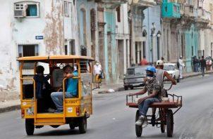 El servicio de internet en los teléfonos móviles permanece cortado desde ayer a mediodía en Cuba. Foto: EFE