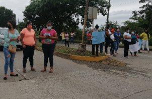 Los manifestantes cerraron la vía en un breve periodo de tiempo a la altura de la Gobernación. Foto: Thays Domínguez