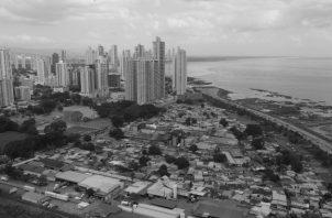 No se trata de un Panamá calzado por asfalto y luces de neón y de otro Panamá que es condenado a vías de lodo, falta de infraestructura básica, salud y de vivienda. Foto: Archivo. Epasa.