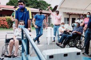 Los nueve centros de vacunación se encontraban con afluencia masiva de personas. Foto: Thays Domínguez