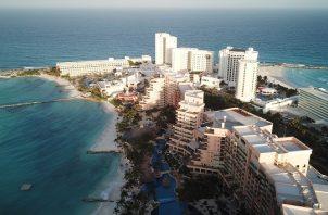 La alta afluencia ha obligado incluso a algunos hoteles a no admitir a más turistas para mantener los cupos impuestos. EFE