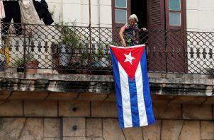 Las redes wi-fi privadas y en espacios públicos no dejaron de funcionar en Cuba, aunque con restricciones intermitentes de WhatsApp. Foto: EFE