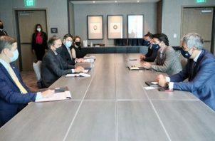 El presidente de la República, Laurentino Cortizo, busca buenas inversiones para reactivar la economía.