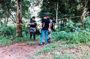 La Policía Nacional acordonó todo el perímetro para no dañar la escena del crimen. Foto: Diomedes Sánchez