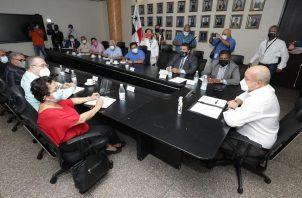 Reunión entre Adames y la dirigencia de las organizaciones sindicales más importantes del país. Foto: Cortesía/Asamblea