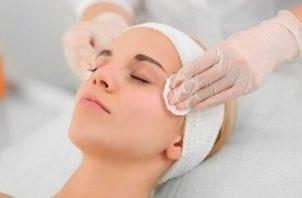 La mayoría de las personas de todo el mundo han buscado nuevas rutinas de limpieza facial. Foto: Pixabay