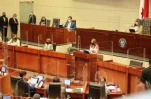 La ministra de Educación, Maruja Gorday de Villalobos, presentó el documento al pleno de la Asamblea Nacional. Foto: Cortesía Meduca