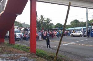 Cierre de la carretera Panamá-Colón exigiendo agua potable Foto: Diómedes Sánchez