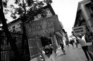La corrupción que se vive cada día en nuestro país puede llegar a ser tan mortal como la propia pandemia, porque nos empuja hacia la pobreza, impide el desarrollo y hace huir a la inversión. Foto: EFE.