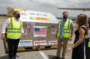 Estados Unidos donó a Panamá más de medio millón de dosis de la vacuna contra la covid-19. Foto: Cortesía Aeropuerto de Tocumen