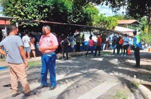 La población está acudiendo de forma masiva a los 25 centros de vacunación en el distrito de David. Foto: José Vásquez