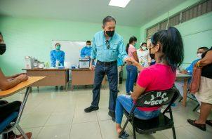 El presidente Laurentino Cortizo realizó este jueves un recorrido por diferentes centros de vacunación contra la covid-19. Foto: Cortesía Presidencia