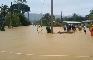 Los rescatistas del Sinaproc apoyaron a la población de Chanquinola y Almirante. Foto: Cortesía Sinaproc