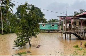 El Sinaproc mantienen la vigilancia en la Quebrada de la Nigua, en Nuevo Paraíso, distrito de Almirante. Foto: Cortesía Sinaproc