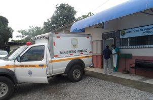 Las autoridades ordenaron el traslado del cuerpo de Aliano Guerrero Santos a la morgue judicial para realizar la necropsia y determinar científicamente que ocasionó su muerte. Foto: José Vásquez
