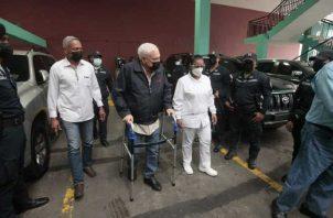 El expresidente de la República, Ricardo Martinelli, a pesar de estar incapacitado, ha asistido a todas las audiencias de juicio. Foto: Víctor Arosemena
