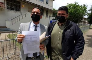 El abogado Kevin Moncada presenta denuncia penal ante la Procuraduría de la Nación. Foto: Víctor Arosemena
