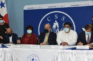 En la firma del acuerdo transaccional entre la CSS y FCC, estuvieron miembros de la junta directiva  y la aseguradora afianzadora. Foto: Cortesía CSS