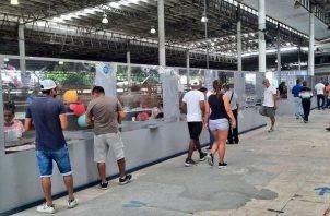 La Lotería invita al público a comprar billetes y chances.
