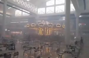 El caos se apoderó de clientes y dependientes en Albrook Mall. Foto: Redes Sociales