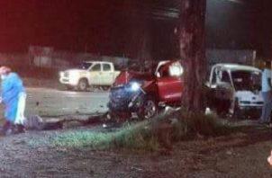 Daniel Yangüez manejaba un camión color blanco que impactó contra un auto tipo pickup, a eso de las 10:50 pm del jueves. Foto: Diomedes Sánchez