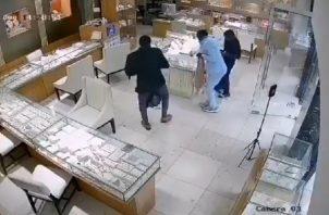 Cuatro persona ingresaron a una joyería en Bella Vista, una persona detenida. Foto: Archivos