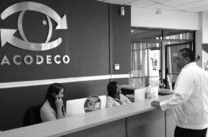 La Acodeco tiene en su página web, varias herramientas que dan cuenta al consumidor de una clasificación de los agentes económicos con más sanciones y reclamos presentados por consumidores. Foto: Cortesía.