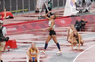 Gianna Woodruff festeja su clasificación a la final. Foto:COP