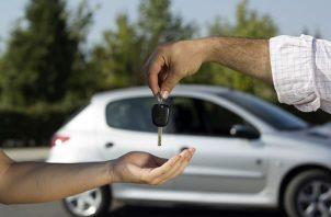 En la actualidad a los panameños les cuesta adquirir un carro nuevo y hasta de segunda por la cantidad de requisitos que deben cumplir. Tomada de Internet