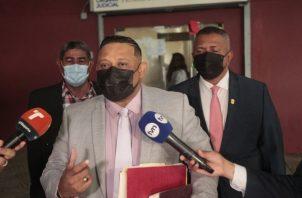 Ocho días tiene Nicomedes Castillo de haberse incorporado al juicio, el cual tiene un horario de 9 de la mañana a 5 de la tarde. Víctor Arosemena