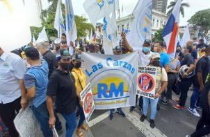 Miembros de Realizando Metas efectúan protesta frente a la sede del Ministerio Público. Foto: Víctor Arosemena