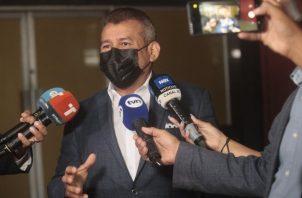 La defensa de Martinelli, a través del abogado Sidney Sittón, advierte que no puede haber condena sin imputación. Foto: Víctor Arosemena