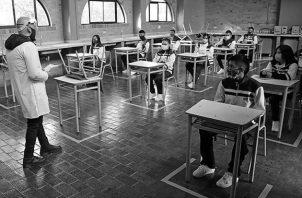 Los primeros resultados indican que las tasas de deserción subieron hasta 30% en educación básica, el 46% premedia y 24% de la media. Unos 7 mil estudiantes quedaron en un limbo. No existe un informe oficial en el caso de las universidades. Foto: EFE.