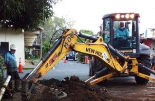 Otro obstáculo para el Idaan lo constituyen fugas y roturas de líneas de distribución que perjudican a residentes abastecidos por estas. Foto: Cortesía Idaan