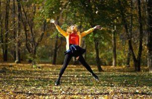 Realiza ejercicios que sean de alto impacto por naturaleza, como correr o saltar, puede ayudarle a mantener los huesos saludables. Foto: Ilustrativa / Pixabay