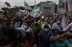 Convencionales, autoridades electas y simpatizantes de Cambio Democrático de todo el país acudieron ayer al Tribunal Electoral. Víctor Arosemena