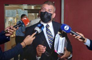 El abogado Sidney Sittón dijo que hoy le dieron una clase al fiscal Ricaurte González. Foto: Víctor Arosemena
