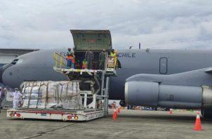 La ayuda humanitaria se envió en un vuelo de la Fuerza Aérea de Chile.Foto: Cortesía