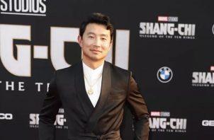 El actor canadiense Simu Liu en el estreno de 'Shang-Chi and the Legend of the Ten Rings' de la que es protagonista, esta madrugada en Los Ángeles, California. Foto: EFE / EPA / CAROLINE BREHMAN