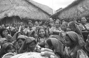 Vista de archivo de la celebración de la Semana de la Cultura Guna, en la comunidad de Sasardi Mulatupu, en la que participan estudiantes, docentes y la comunidad. Foto: Cortesía del autor.