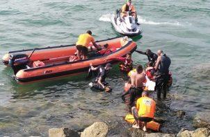 La labor de rescate involucró a la Policía Nacional, Bomberos de Colón y Sinaproc. Foto: Diómedes Sánchez