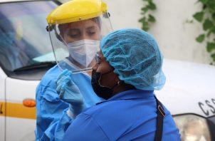 Personal de salud continúa con barridos de hisopado casa por casa para detectar la covid-19 en San Miguelito: Foto: Cortesía Minsa