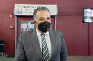 El abogado Alfredo Vallarino conversó con los periodistas al finalizar la audiencia de hoy. Foto: Víctor Arosemena