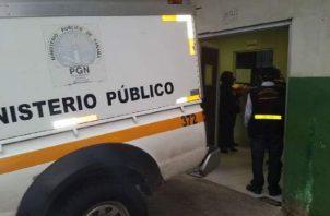Se ordenó el traslado del cuerpo a la morgue judicial de la provincia de Colón, en horas de la madrugada de este jueves. Foto: Diomedes Sánchez